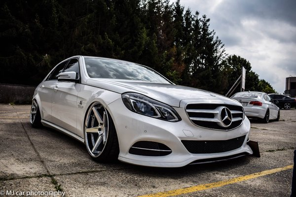 Ferrada Wheels FR3 Machine Silver / Chrome Lip. Size: 20x10.5 & 20x11.5 2015 Mercedes E350 Bagged\\n\\n18/10/2016 12:22