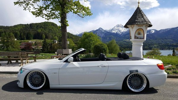 BMW E93 cab with CSR1D's 19 inch Carbon Graphite\\n\\n17/10/2016 11:09